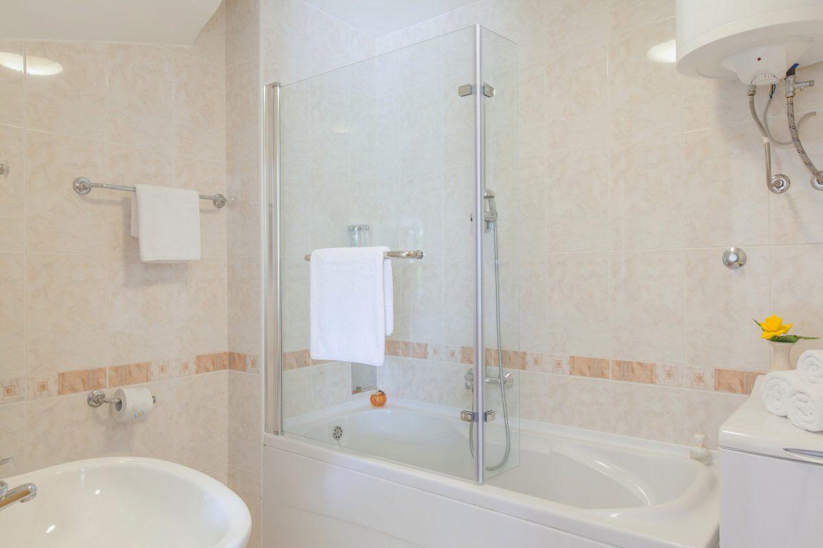 Bath tub bathroom in the Villa Bonaca